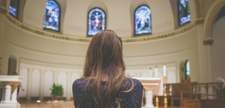 Qual a melhor maneira de se vestir para participar da Missa?